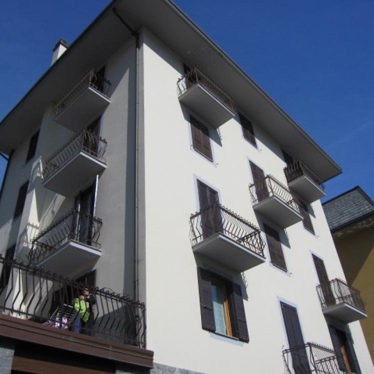 esterno appartamento locazione chiesa in valmalenco centro